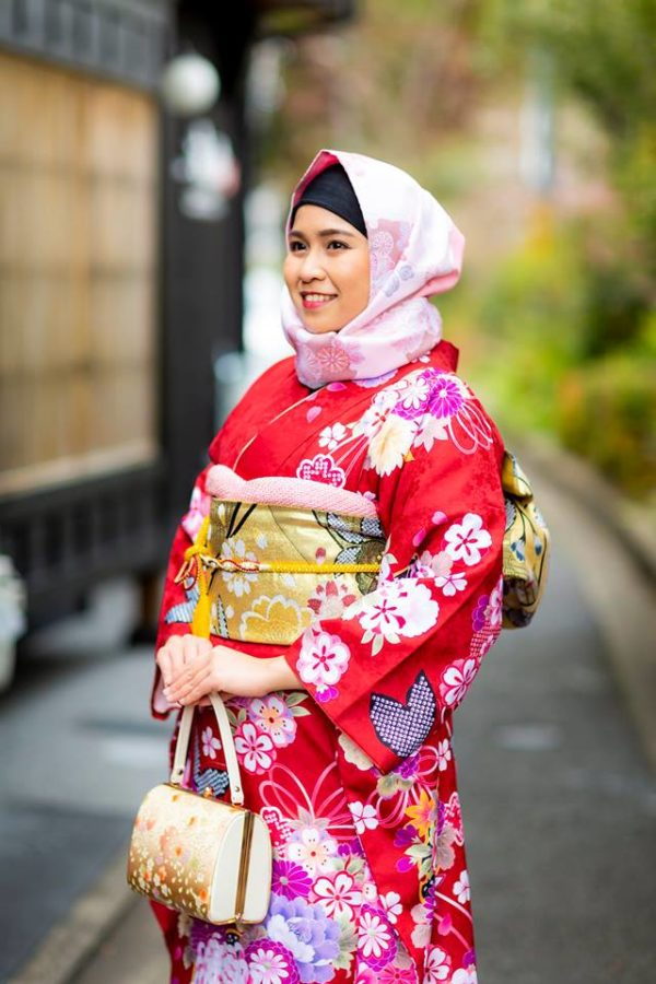 Di-Kyoto-Kedai-Ini-Memudahkan-Anda-Menyewa-Hijab-Memilih-Dengan-Kimono-Anda.jpg