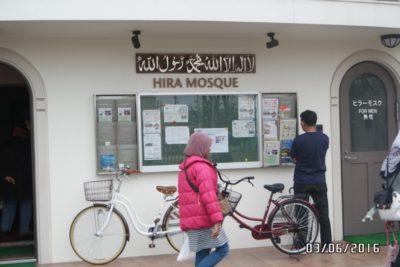 Masjid yang terletak 18 minit perjalanan dengan kereta daripada Tokyo Disneyland