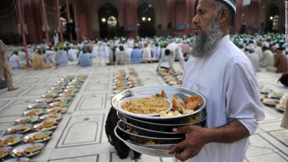 Doa Untuk Mereka Yang Memberi Makan Orang Berpuasa