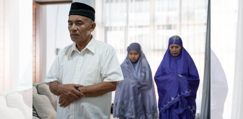 Bolehkah Isteri Melakukan Iqamah Ketika Solat Berdua Bersama Suami