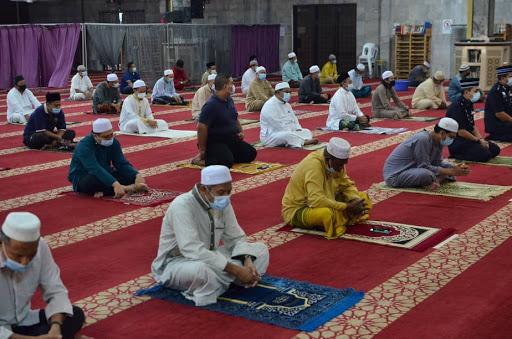 Solat Jumaat Di Wilayah Persekutuan Dibenarkan, Tidak Melebihi 50 Jemaah