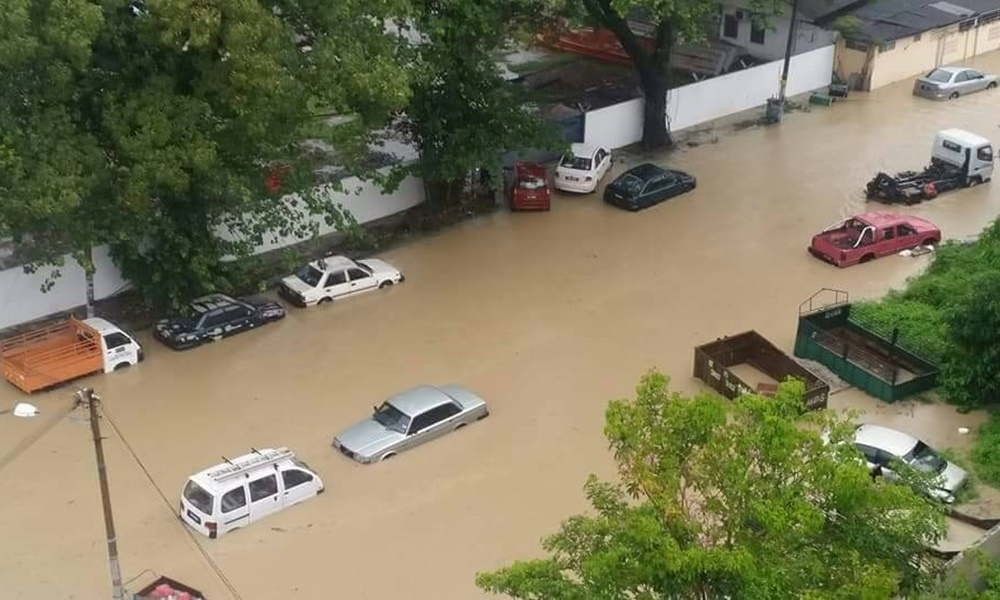 Bolehkah Solat Hormat Waktu Dalam Kereta Ketika Terperangkap Dalam Banjir