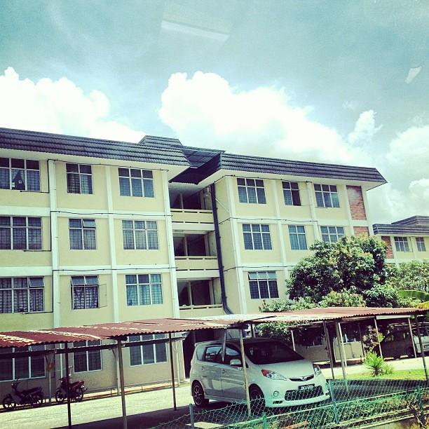 Hukum Tidak Melepaskan Kuarters Kerajaan Walaupun Sudah Memiliki Rumah Sendiri dalam Radius 25KM
