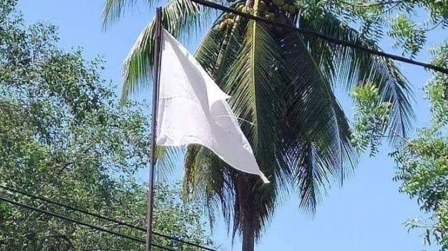Hukum Kibar Bendera Putih untuk Meminta Bantuan