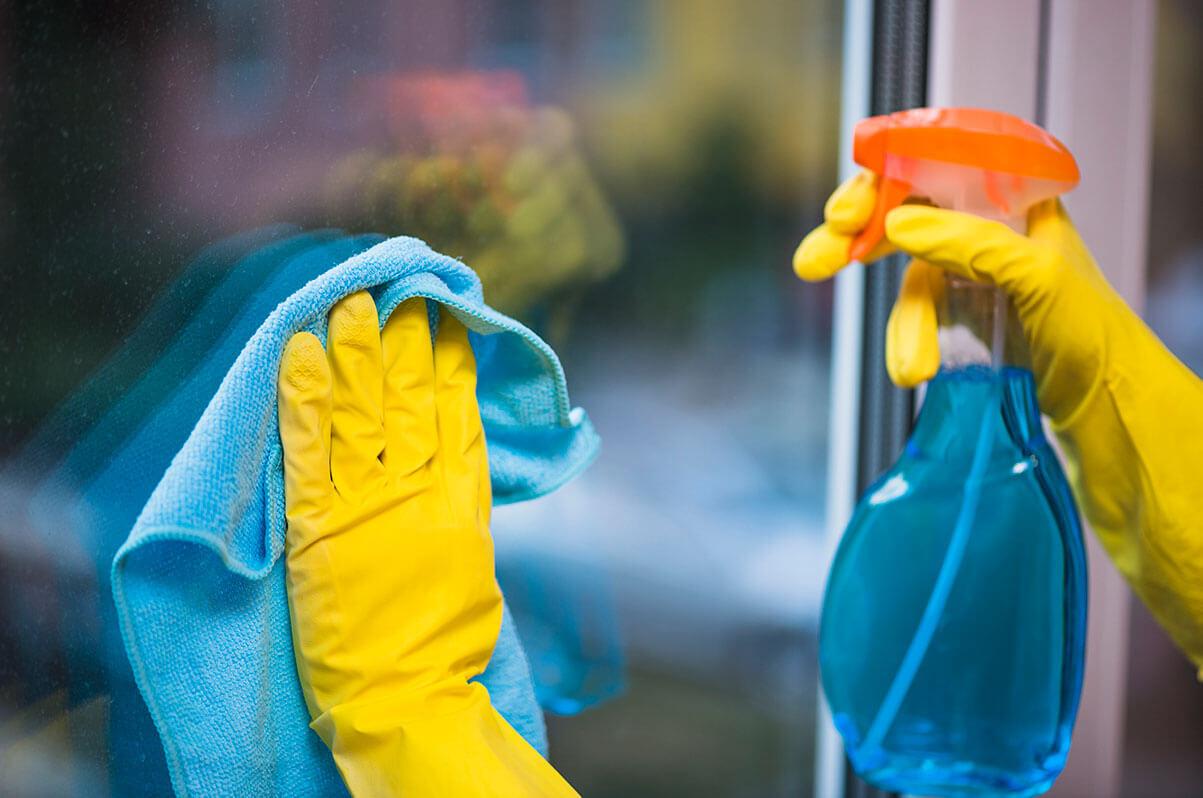 5 Cara DIY Pembersih Cermin Guna Bahan Di Rumah Je, 'Confirm' Berkilat!