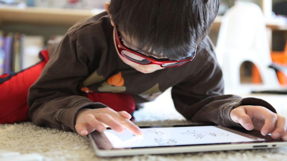 7 Tanda Anak Kita Masih Terselamat Daripada Ketagihan Gajet – Dr Taufiq Razif